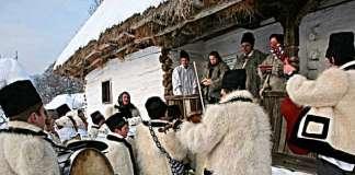 колядующие в деревне